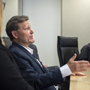 Bestselling novelist and VCU alumnus David Baldacci met with students who have received awards through an experiential learning fund and a political science scholarship he created with his wife, Michelle. (Photo by Kevin Morley, University Relations)
