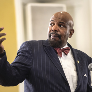 Cato Laurencin speaking at a conference.